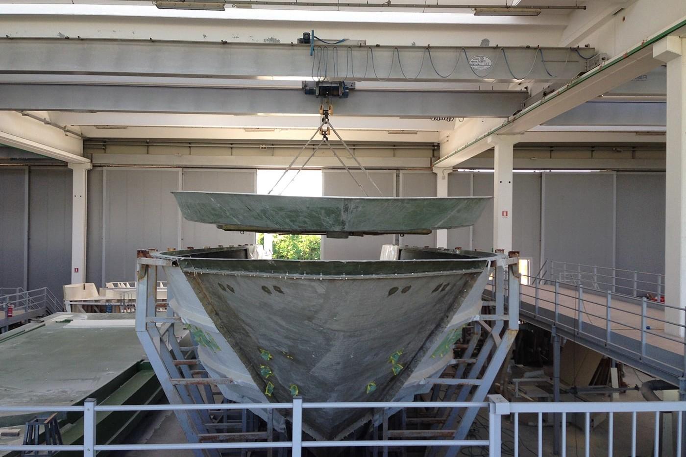 Building process yacht - fiberglass