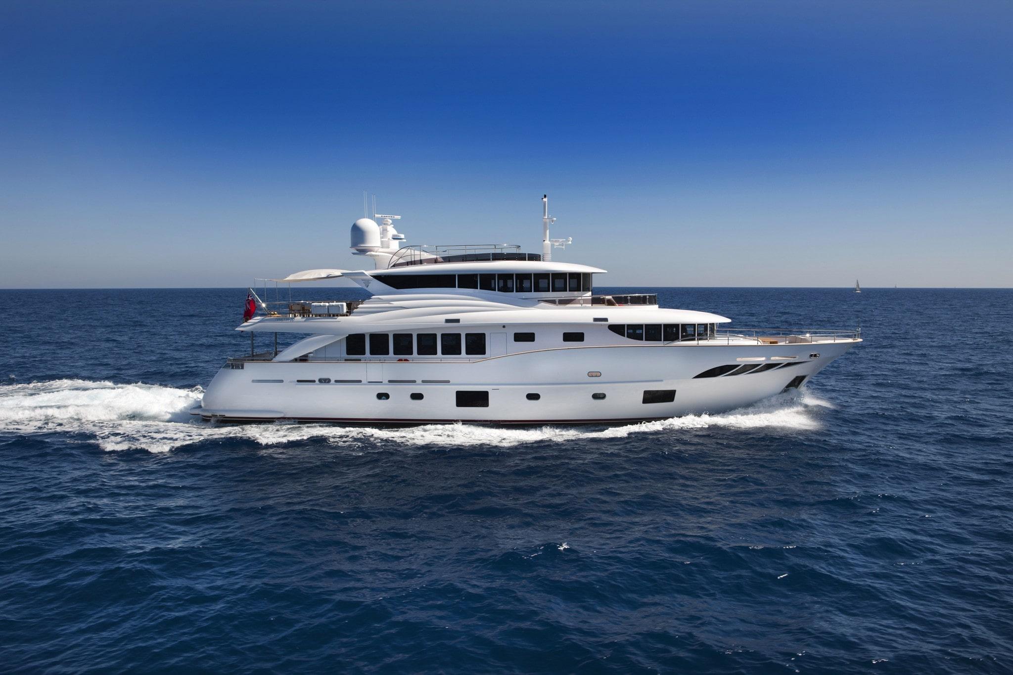 Luxury Yacht Navetta Displacement 30 meters