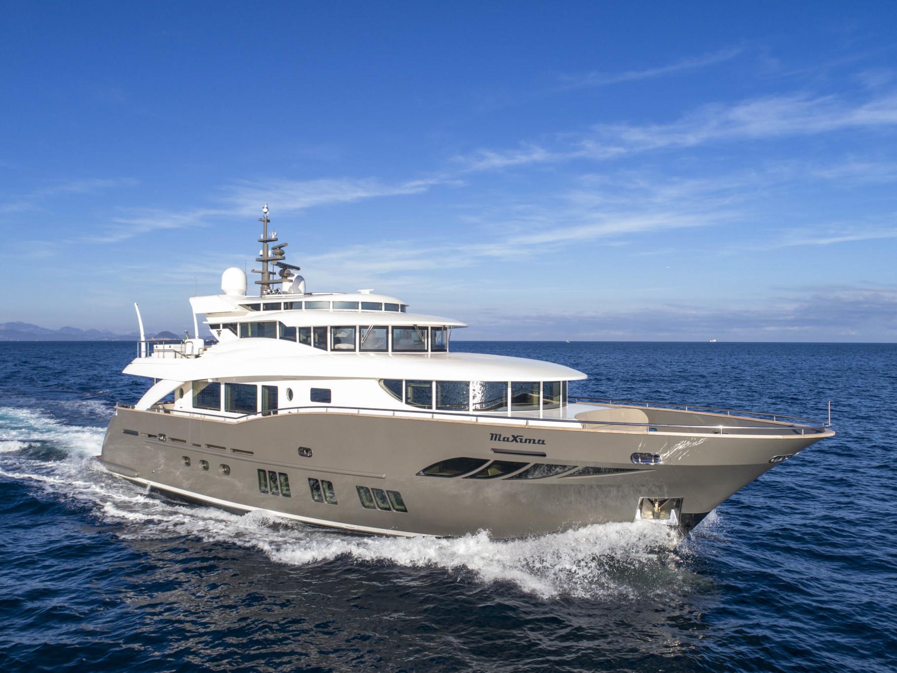 Luxury Yacht_Navetta 26