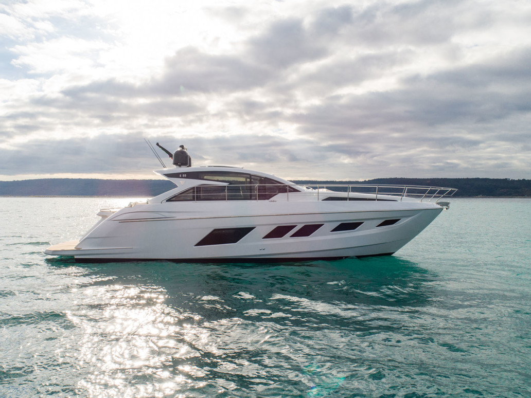 Sport 55 luxury boat