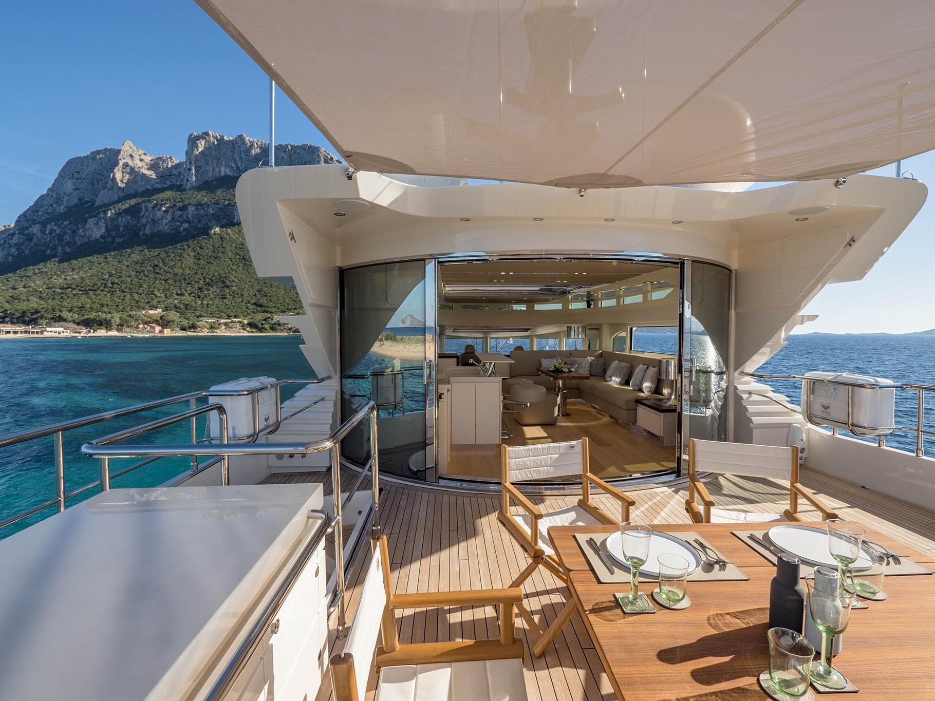 Upper deck customization 26 meters