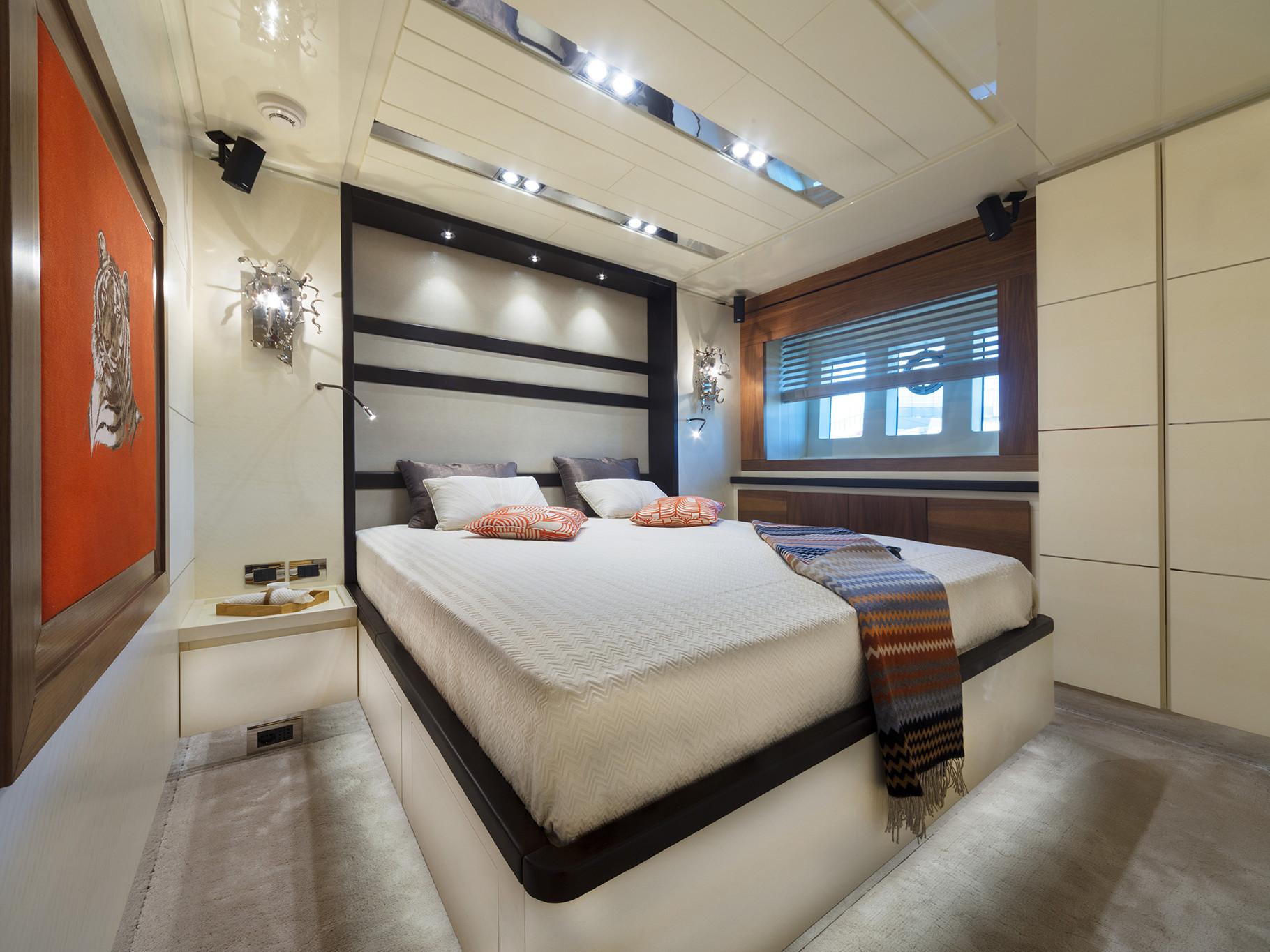 VIP Cabin Customized Navetta 26 meters