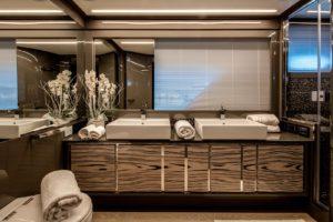 Luxury Flybridge Yacht for sale