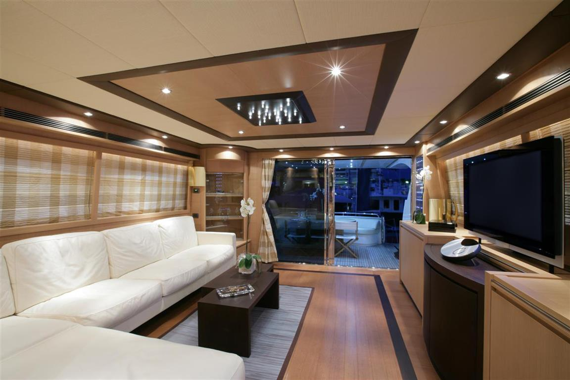 Fly Bridge Luxury Yacht 76 feet
