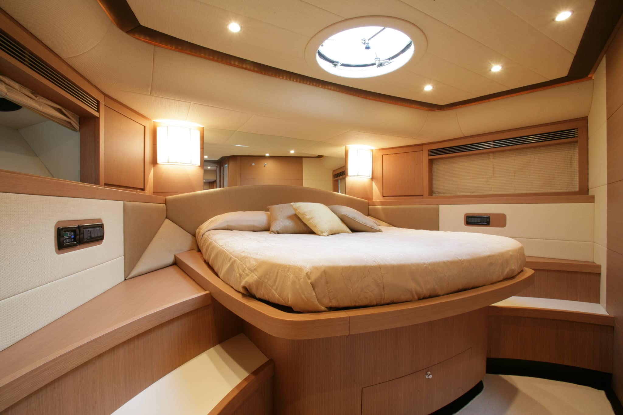Vip Cabin Fly Bridge Yacht 76 feet